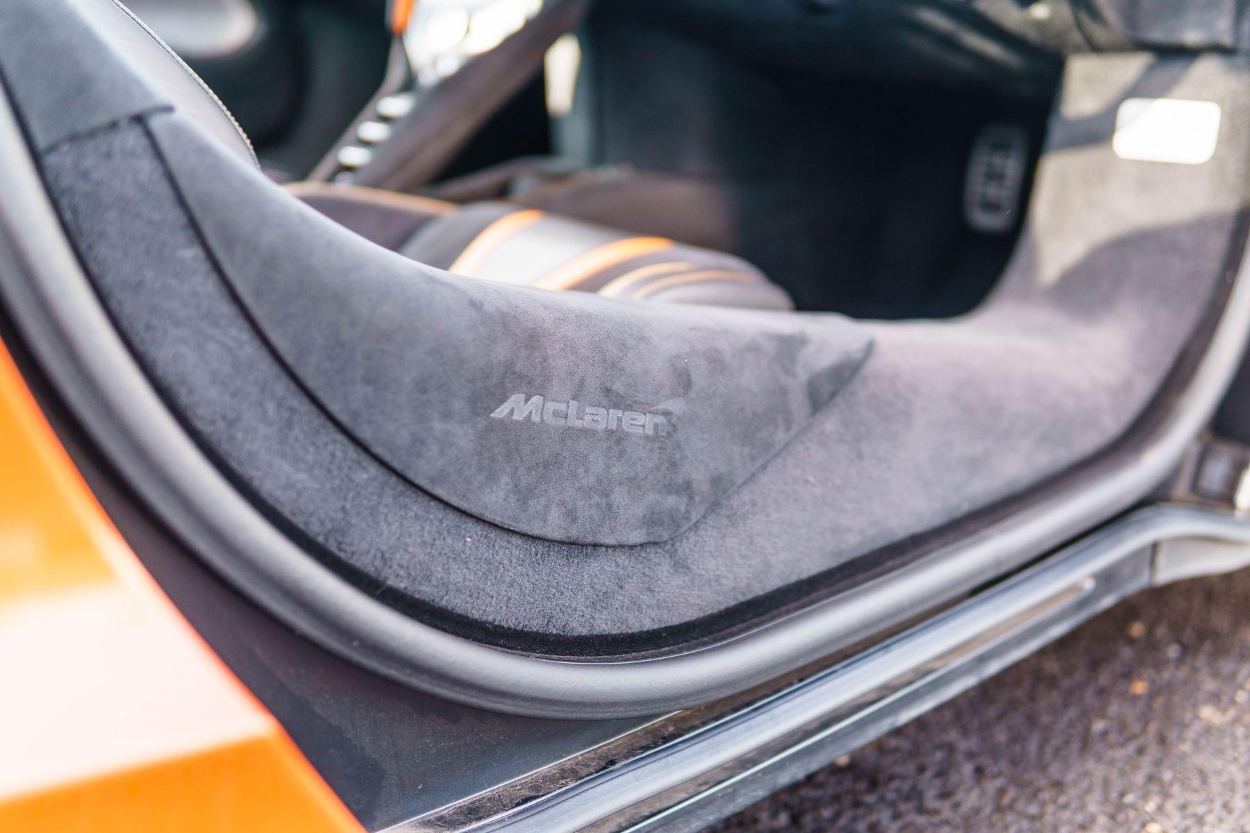 McLaren 720S V8 2dr SSG PERFORMANCE image 32